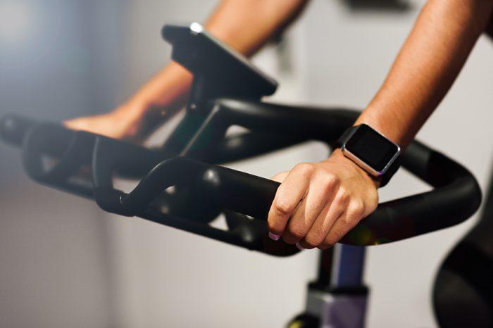 Estudo revela que aplicativos e relógios esportivos aumentam a frequência durante a prática de exercícios!
