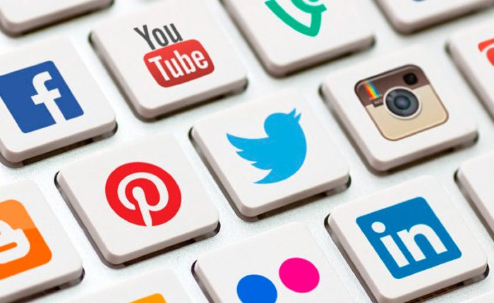 Redes sociais: use com moderação!