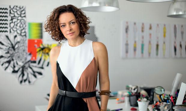 Andrea Marques promove bazar!