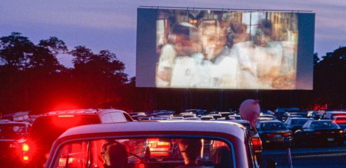 Drive-in gratuito em São Paulo inaugura com ingressos esgotados!