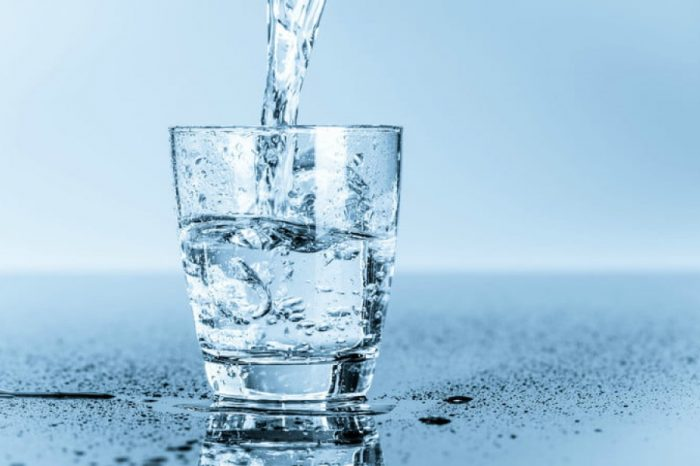 Beba ao menos dois litros de água! Acredite: seu corpo vai agradecer! O meu depoimento